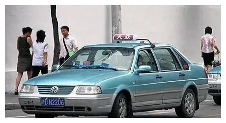 10年开80万公里的出租车司机,给新手总结路上开车的10条小秘诀