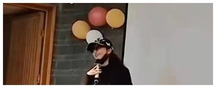"""62岁杨丽萍发热舞视频,穿着潮流,老艺术家却与""""老""""字沾不上边"""