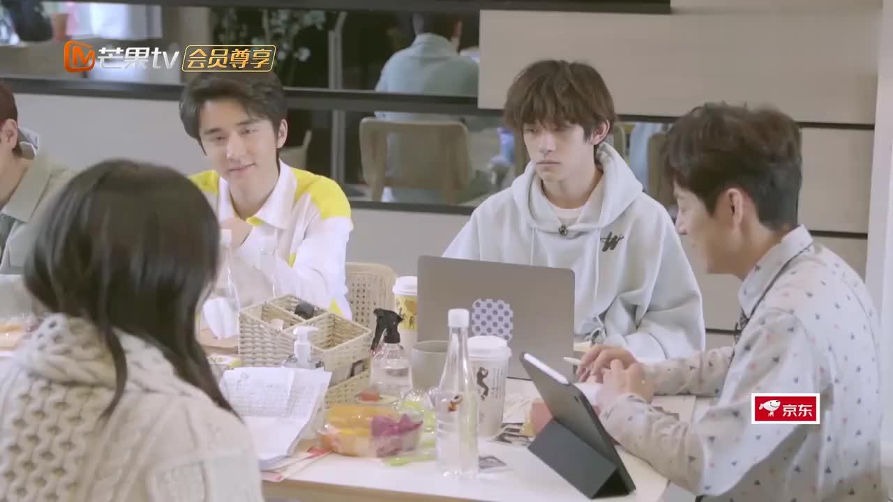 朋友请听好,何炅、谢娜讲上学时怎么向喜欢的人表白,太甜了!