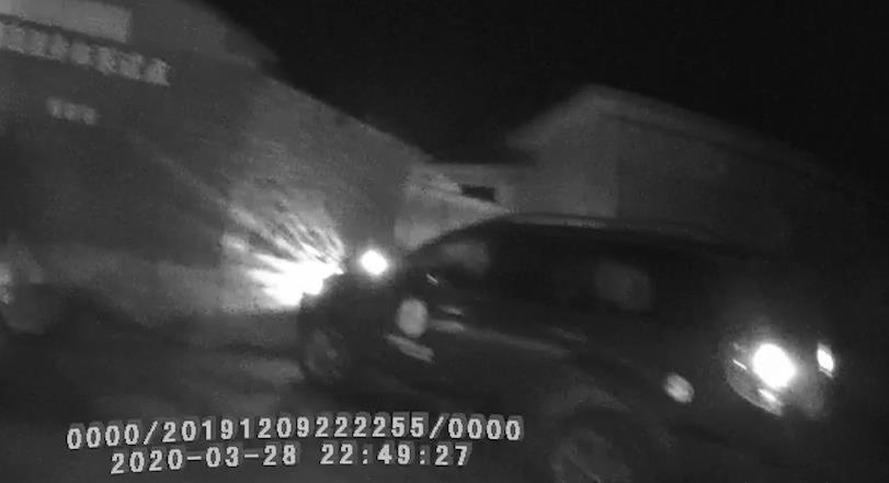 馬鞍山一男子酒后讓妻子開車:錯把油門當剎車,撞墻了……