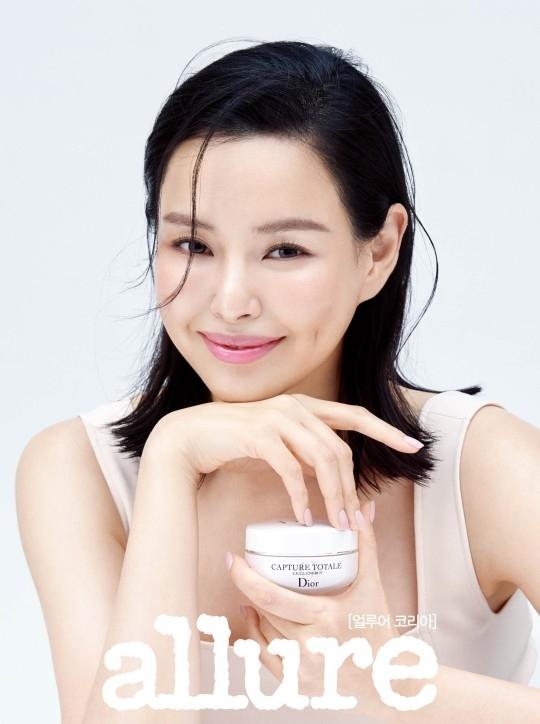 李哈妮自然妆容更凸显地视觉效果 凸显健康美