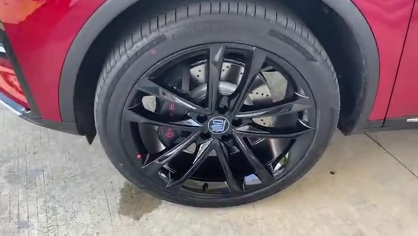 视频:抢鲜看:2021款唐DM四驱高性能版搭载马牌轮胎,充满运动感