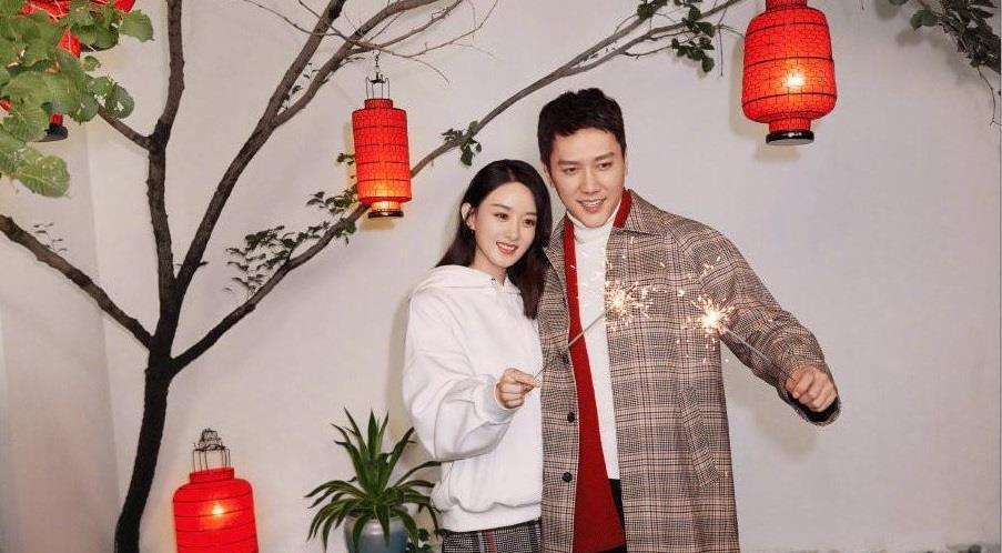 赵丽颖冯绍峰站在一起是非常合适搭配 你认为哪一套新春海报最好?