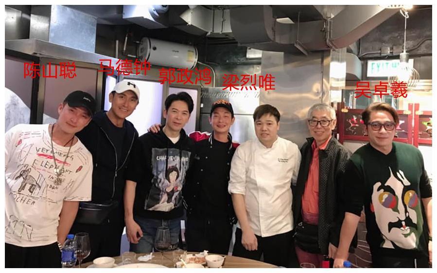 TVB小生聚会,51岁马德钟和55岁郭政鸿皮肤紧致,比港女还会保养
