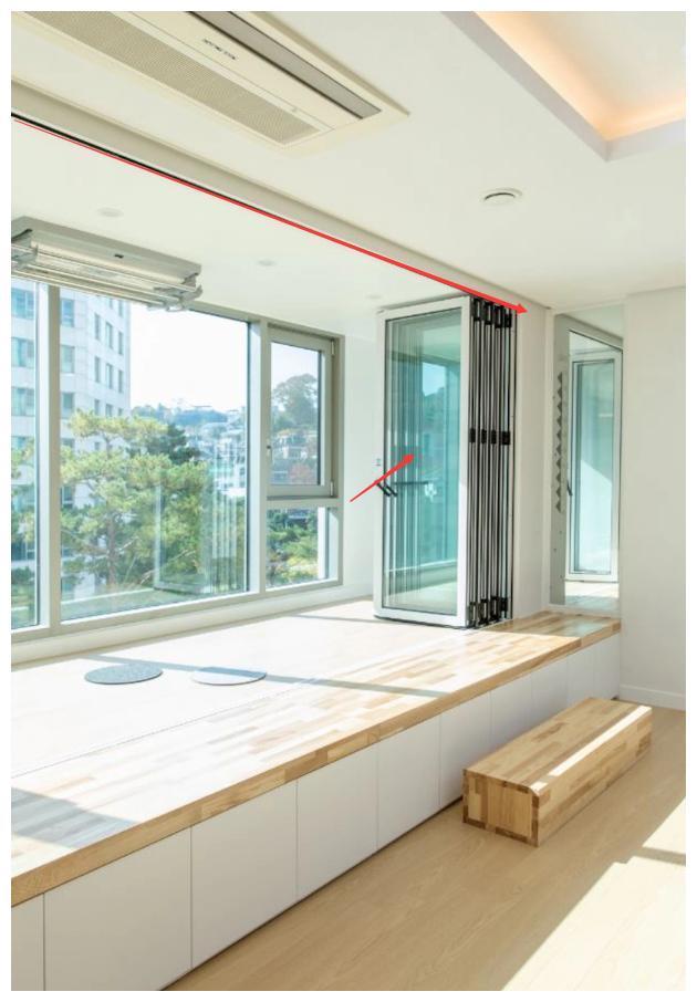 只有一个阳台,打榻榻米装折叠门才叫聪明,休闲收纳晾晒三合一