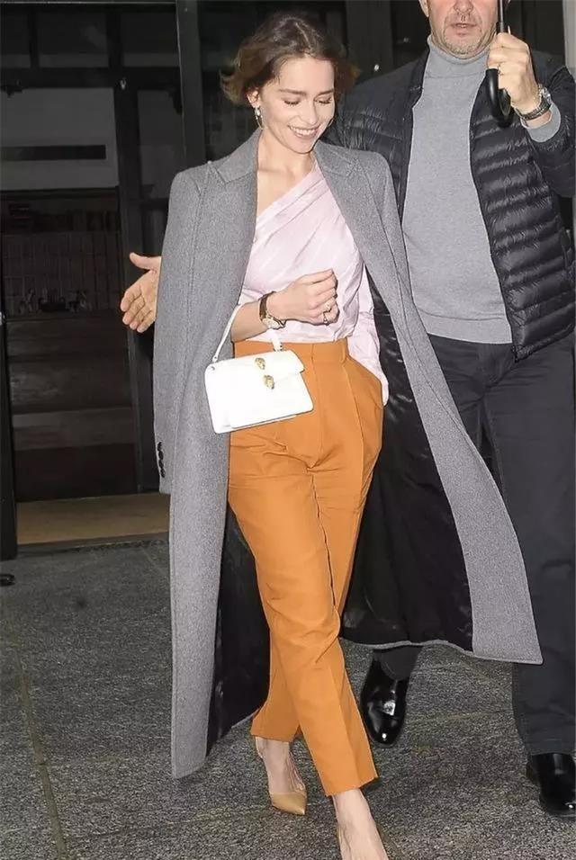 开春穿搭模板:大衣+烟管裤又飒又美,适合30到60岁女性