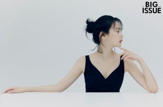 尹胜雅被选为杂志《BIG ISSUE》的封面写真模特 对作品的爱也很深