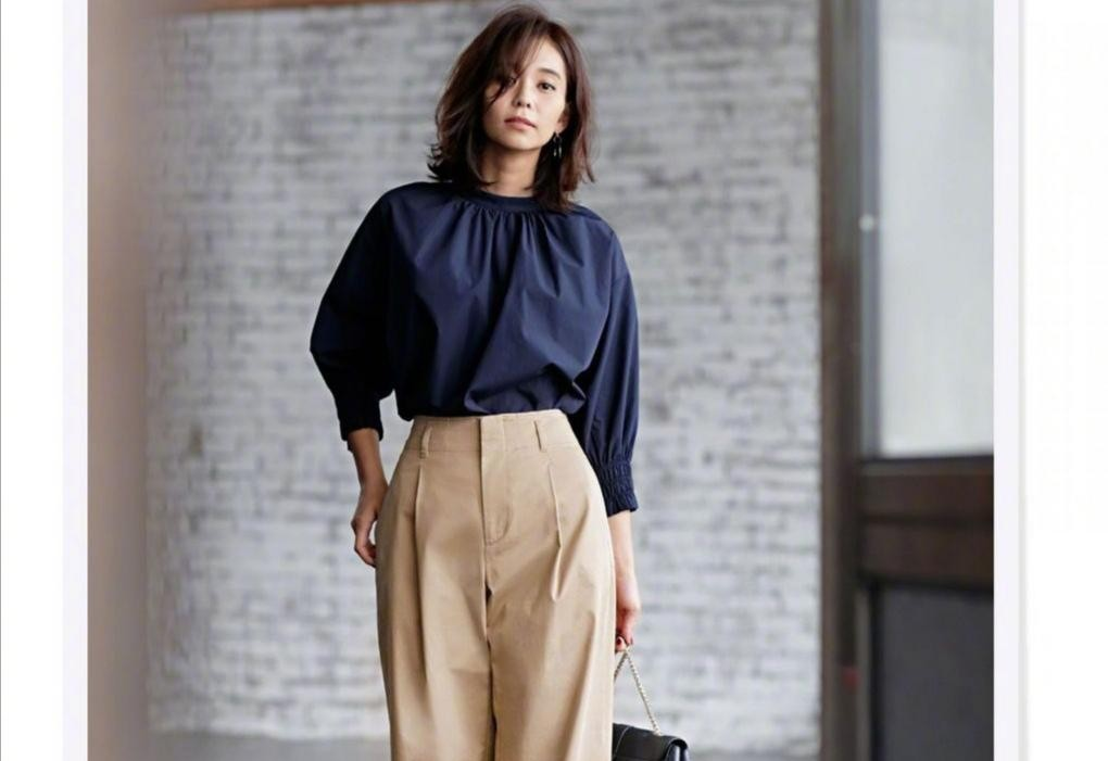 """40+的女人别总穿""""裙子"""",试试这几款阔腿裤,显瘦遮肉又百搭"""