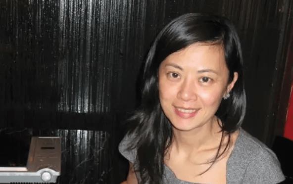 她为了嫁给英国人不惜放弃中国国籍,从央视辞职,如今凄凉回国