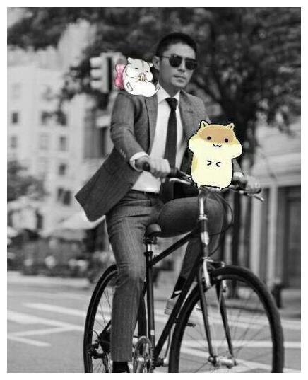 霍建华中秋节在家陪妻女,骑自行车出行被偶遇,华哥摘耳机问好