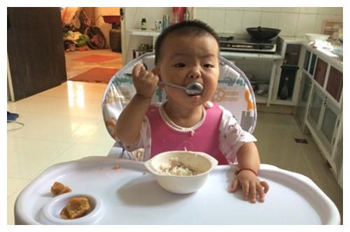 8个月宝宝肠坏死,只因添加辅食错误,医生:3种食物不能吃