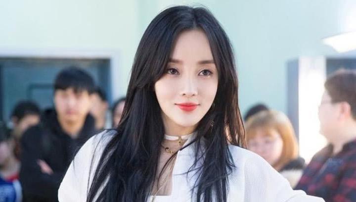 新晋网红李小璐否认恋情,声称和女儿很幸福,与贾乃亮复婚无望