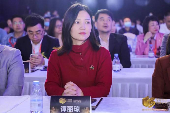 深圳市私募基金商会秘书长谭丽琼为U5全球创投峰会致辞