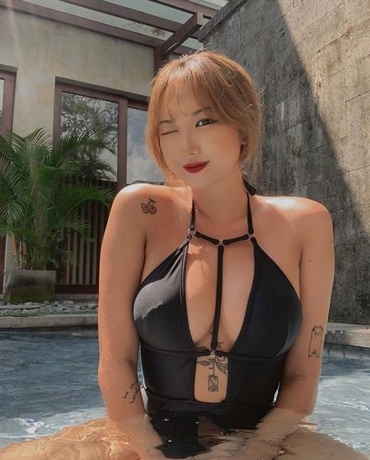EXID的安孝珍穿着性感泳装的纹身成为话题