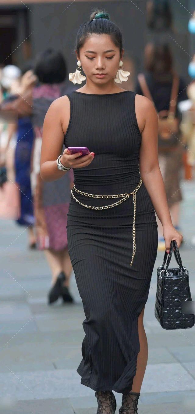 华丽典雅的连衣裙气质型穿搭,充满女人的时尚韵味