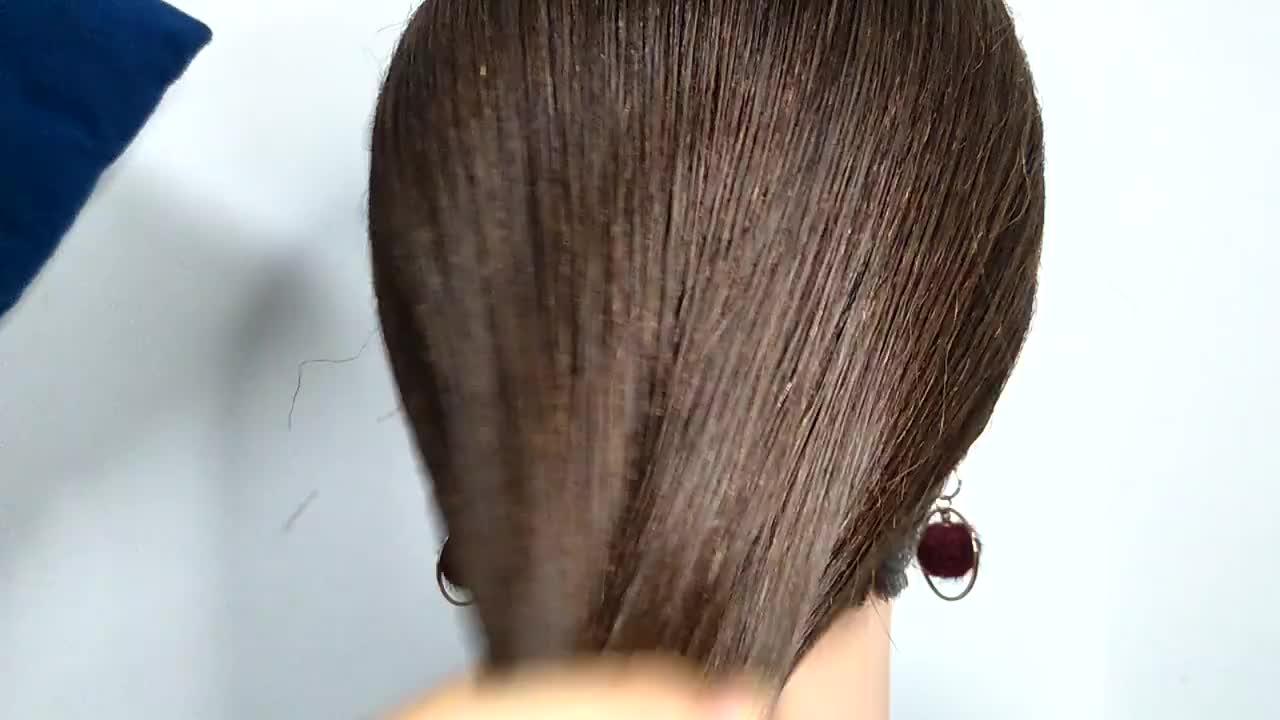 不要用老方法盘发了,现在流行这种慵懒端庄发型,扎发简单还时尚