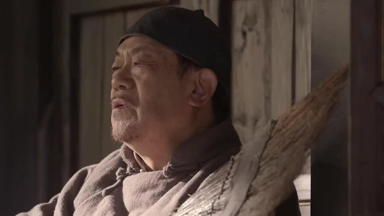 老农民:地主抱着扫帚坐炕上,儿子问他为啥抱扫帚,他回答笑了