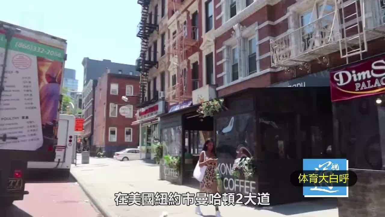 纽约中餐厅经理变身李小龙,打退持刀黑人小混混