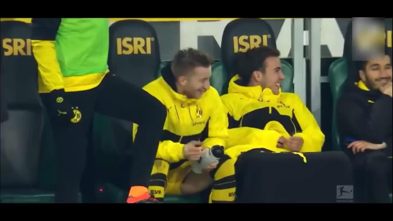 足球场上是大家喜欢的球星, 替补席怎么变成了搞笑的戏精