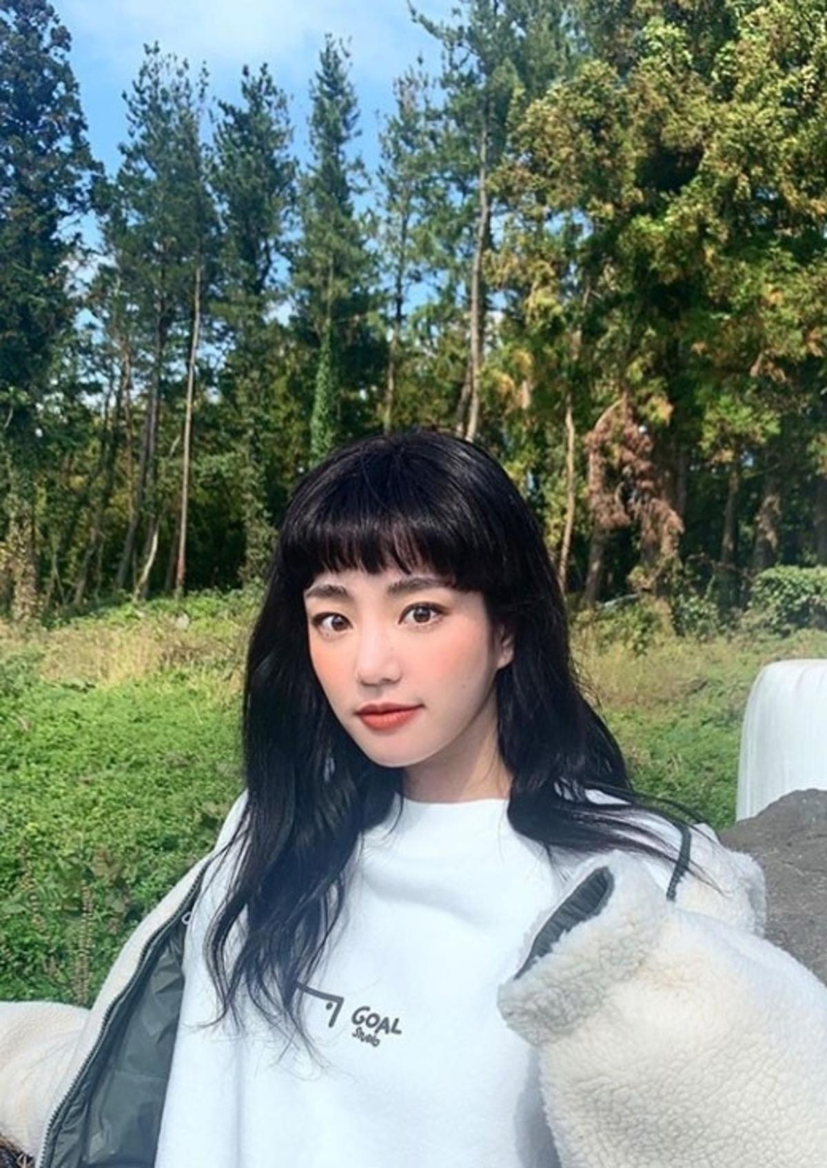 李侑菲INS公开近况照 变身可爱小姐姐!