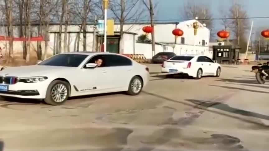 视频:宝马5系和凯迪拉克比动力,宝马轮胎都打滑了还是拉不动