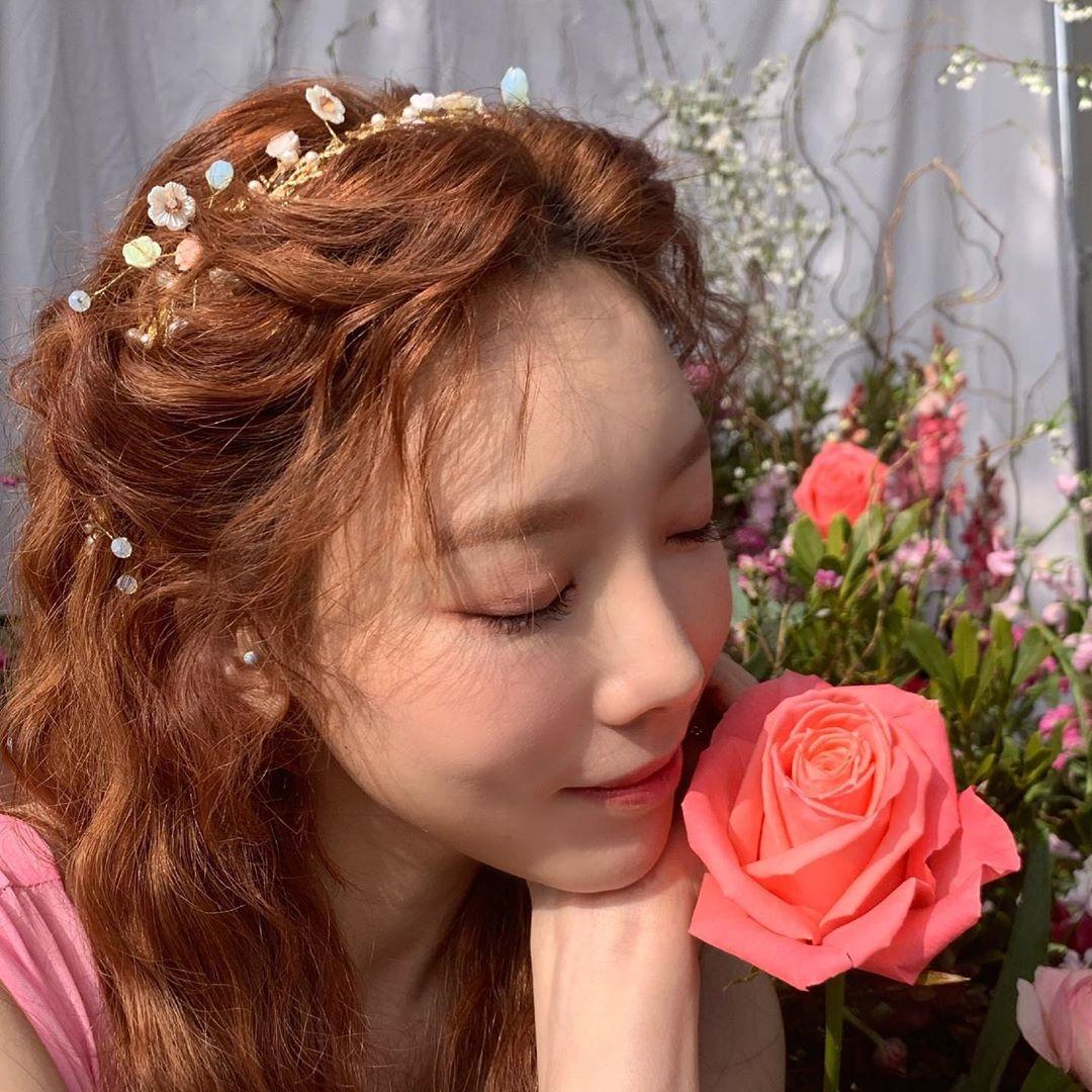 金泰妍像春天的精灵一样美丽 公开幸福微笑的近况照片