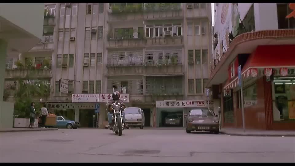 星爷真是工具人,李修贤让他提供情报,利用完了就铐在车上不许动