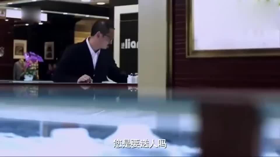 影视:老汤卖钻戒送给小米和米蓝,把售货员都弄懵了