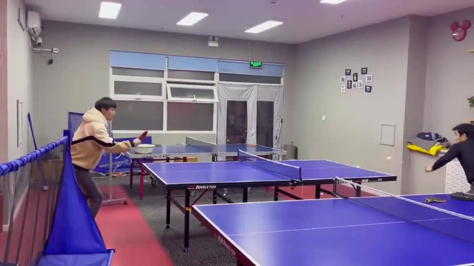 省队包子扮初学者体验乒乓球课,最后暴露实力