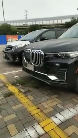 视频:宝马x7旗舰车型大6座和大7座你会