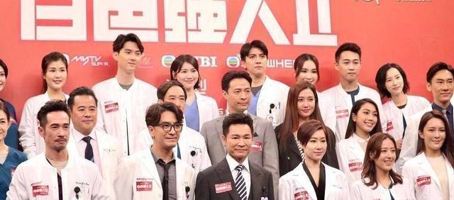 《白色强人2》剧组出发上海,一众剧中演员坐飞机感开心