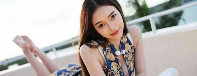 同是穿旗袍,一位优雅一位碧玉,唯独她穿出了精髓,网友赞叹!