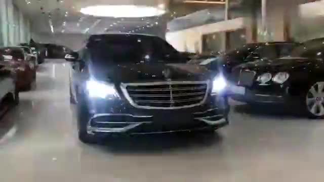 视频:展厅里的迈巴赫S450,这灯闪得太霸道了