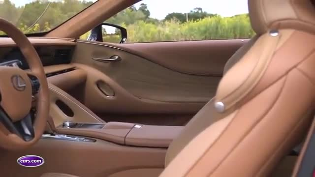 视频:雷克萨斯LC500宽敞的空间与精致的内饰