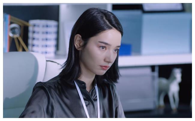 《暴风眼》:为何苗霏总是成为窃密者的胁迫的对象?