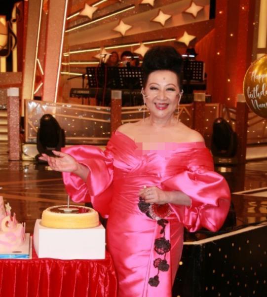 薛家燕庆71岁生日,曾志伟带群星祝贺,曾2拒小17岁男友求婚