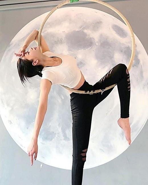 克拉拉李成敏美丽地秘诀是空中瑜伽?完美塑造的身材