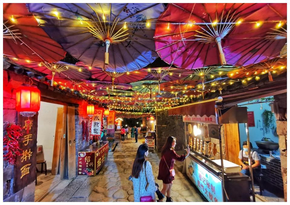 吴王山脚下的这条老街 吃喝玩乐应有尽有 已经成为济源网络名人的出拳点