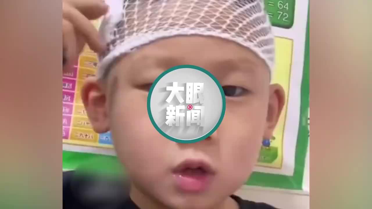 """哭笑不得!萌娃头受伤录视频向老师请假,得知录完后""""原形毕露"""""""