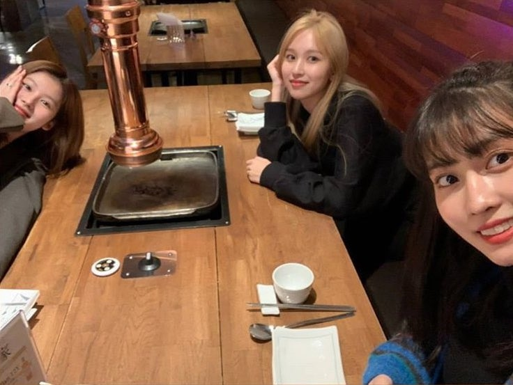 TWICE迎接名井南的生日 成员们表示了祝福