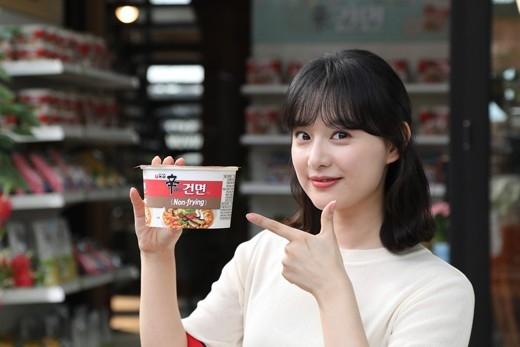 金智媛作为拉面广告模特续约 公开清爽的形象