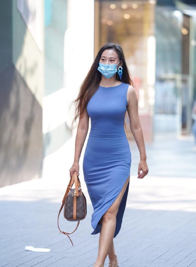 简洁裁剪让你更有女人味,连衣裙瞬间提升你气质,显美范十足