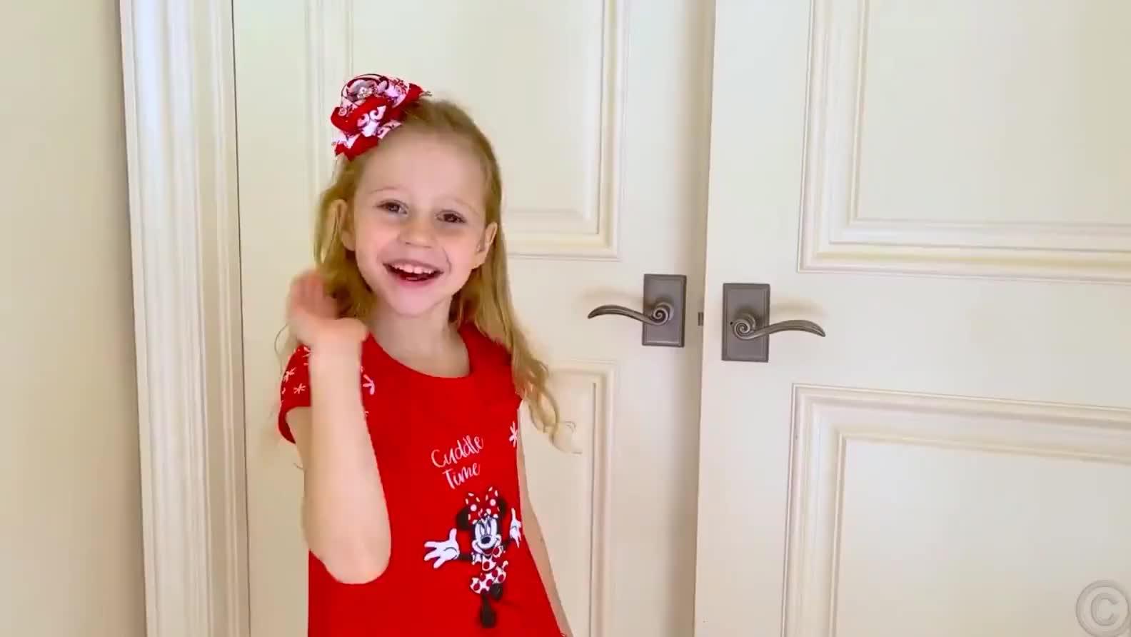 萌娃玩具乐园:小萝莉挑战,模仿爸爸