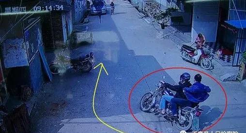 """两名少年驾驶""""磷火摩托""""抢夺食堂被追 致一死一伤 追者被捕"""