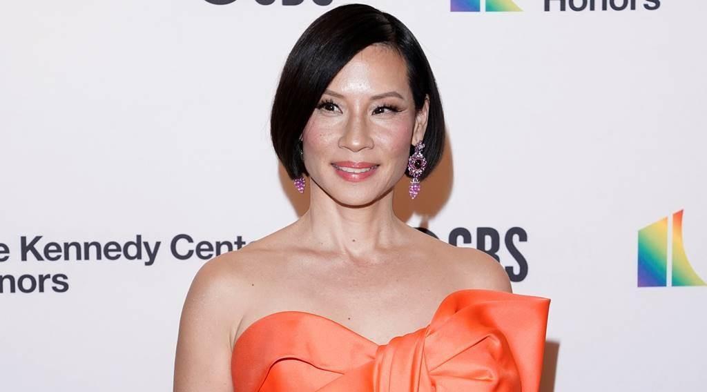好莱坞最知名华裔女星刘玉玲脱了,52岁身材惊呆网友