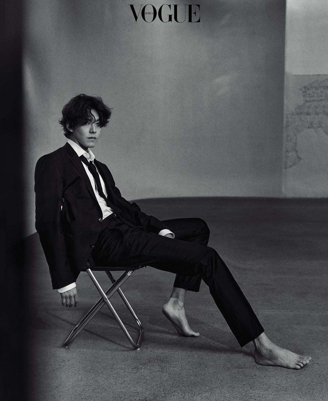 金宇彬拍摄黑白写真并谈自己的成长梦想和目前的目标