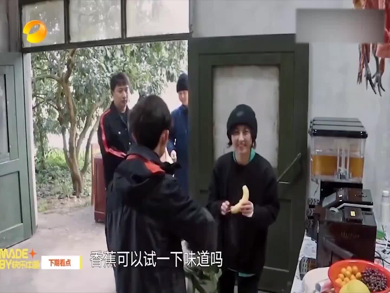 当张艺兴遇上黄磊,带着小绵羊闯仓库大吃大喝,何炅:变坏了!