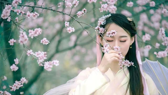 春天拍摄鲜花人像,推荐5个摄影构图,提高出片率还优雅唯美
