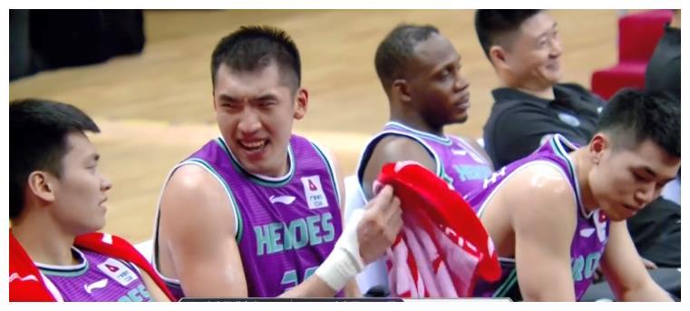 山东男篮12人得分大胜26分,网红队又被暴揍