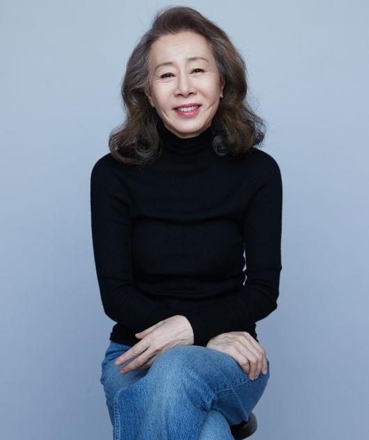 韩国女艺人尹汝贞飞往美国出席奥斯卡颁奖典礼